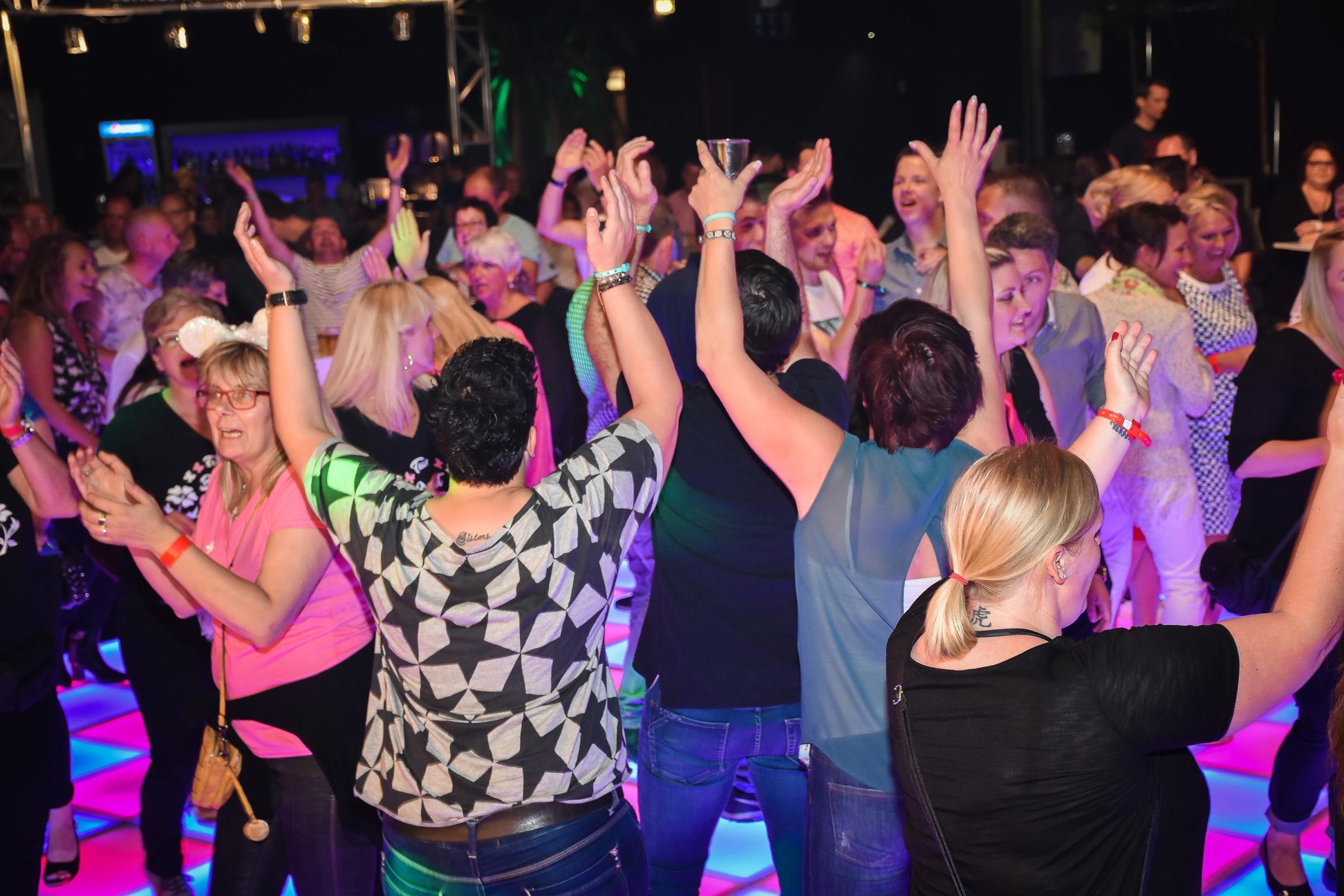Mai essen steele den tanz in Tanzschule Essen